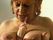 Kinky old woman toys wrinkled pussy