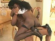Ebony vixen jumps on meaty pecker and makes it cum