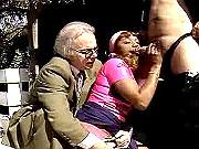Ebony serving two old lustful nerds on the street