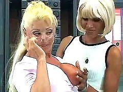 Blond mature lesbians make cool sex