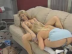 Blond lezzie gets wild cunt massage