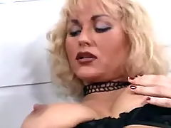Sexy blond lezzie satisfies herself