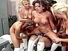 Teen coeds get first lesbian lesson